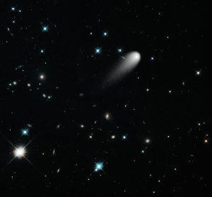 Imagen del cometa ISON compuesta con el fondo a color