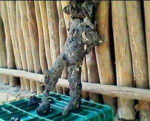 Fragmentos hallados en Ichmul y falseados para que la forma pareciera antropomórfica, para hacer una foto de impacto