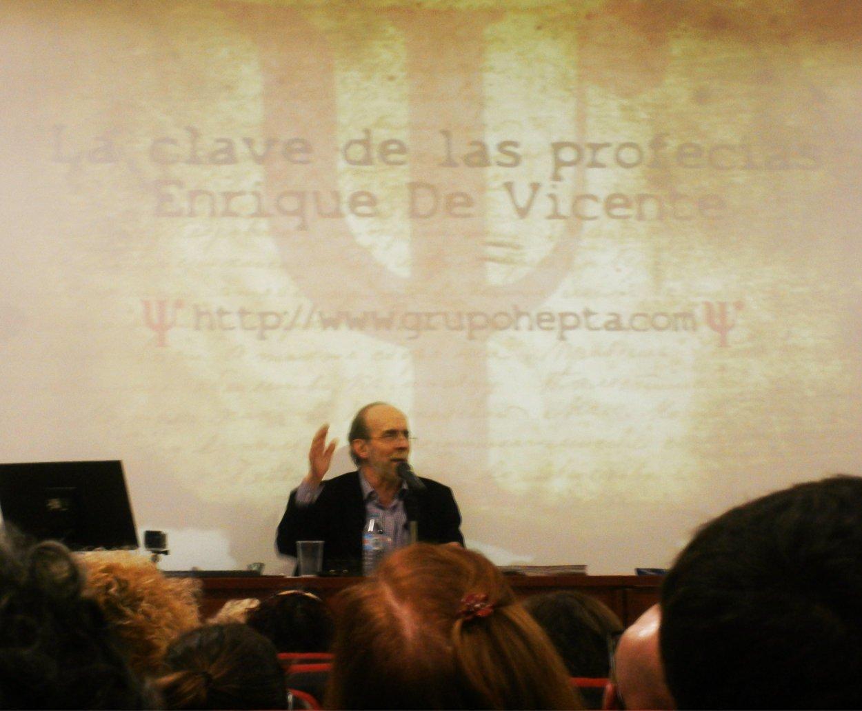 Enrique de Vicente en su conferencia sobre La Clave de las Profecías en las VII Jornadas de Parapsicología del Grupo Hepta