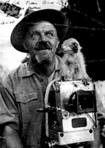 Foto-retrato de Wetherel con su cámara