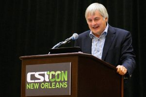 """Seth Shostak en la CSI CON de Nueva Orleans de 2011 BDEngler. Conferencia Death From the Skies, CSI, Comité para la Investigación escéptica, es un organización sin ánimo de Lucro fundada en 1976 en Estados Unidos para promover la ciencia y el pensamiento crítico además del estudio científico de fenómenos """"paranormales""""."""