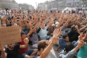 Fotografía concentración de Inmigrantes Queriendo ir a Alemania, Budapest 3 September 2015. Wikimedia   Foto por Mstyslav Chernov