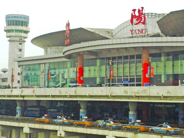 Derivan el aterrizaje de tres aviones a otro aeródromo por la presencia de un OVNI en el aeropuerto de Mianyang 8