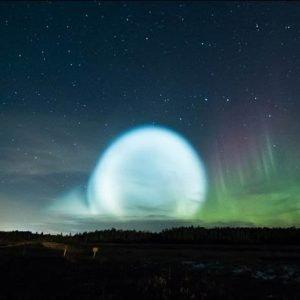Un espectacular «ovni» en forma de burbuja brillante sorprende a los habitantes de Siberia