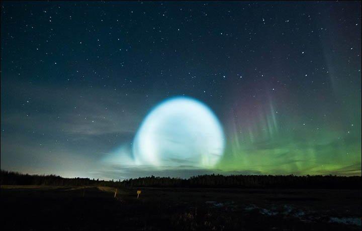 """Un espectacular """"ovni"""" en forma de burbuja brillante sorprende a los habitantes de Siberia 1"""