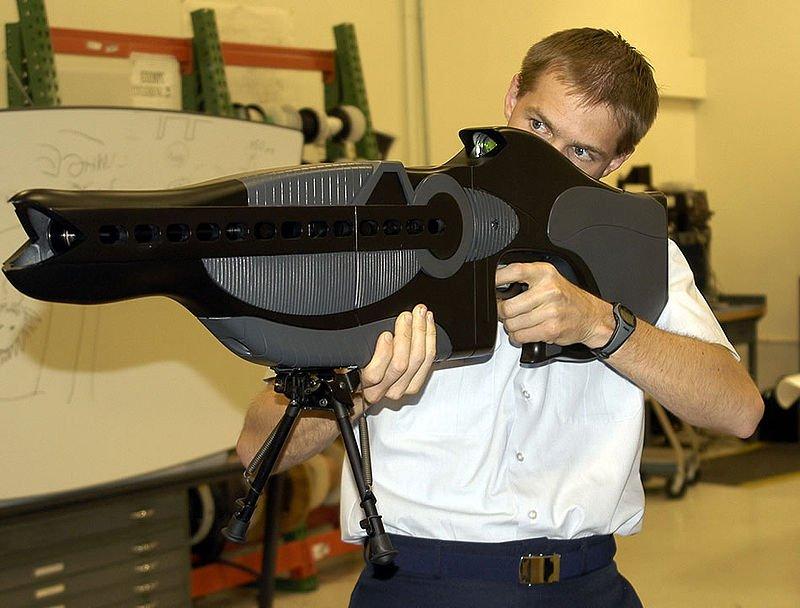 En la imagen Rifle PHASR de microondas