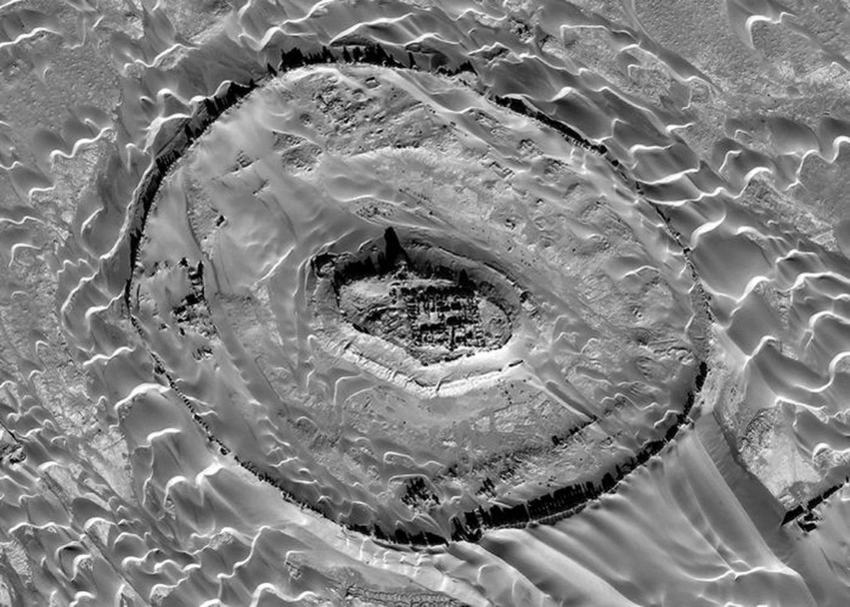 Imágenes aéreas de Tar-o-Sar, donde los restos de una antigua civilización parta han sido desenterrados Crédito: Digitalglobe, Inc.