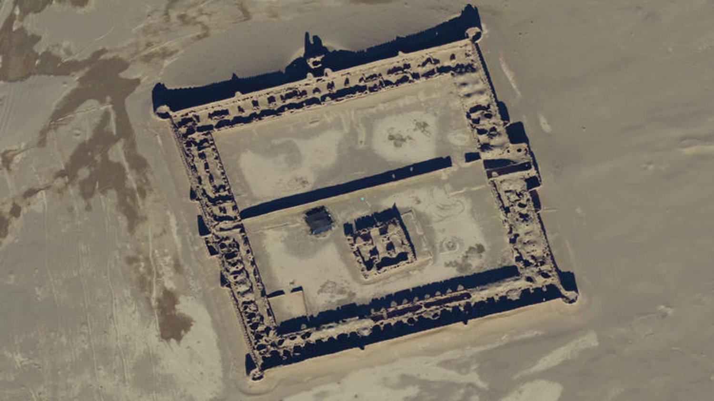 Recientemente se descubrieron los caravansares perdidos de la Ruta de la Seda en Afganistán utilizando imágenes satelitales. Aquí, una imagen satelital de un carvanserai del siglo XVII o estación de paso. Crédito: Digitalglobe, Inc.