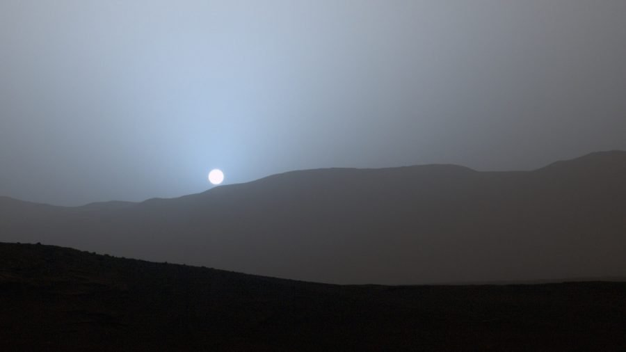 Fotografía de la puesta de Sol marciana tomada en 2015 por la sonda Curiosity