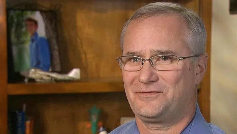 El comandante David Fravor. Uno de los pilotos que persiguió uno de los OVNIS de los vídeos