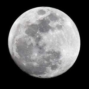 La Superluna de sangre azul deja estampas espectaculares