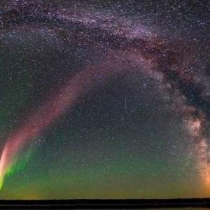 Científicos explican las misteriosas luces púrpura del cielo de Canadá