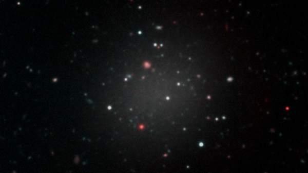 Descubierta una galaxia sin materia oscura que cuestiona las teorías sobre la evolución del Universo 6