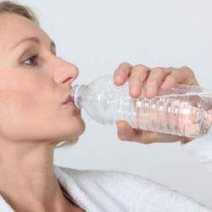 Detectan una «preocupante» presencia de plástico en agua embotellada de hasta 11 marcas