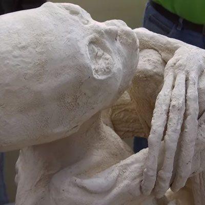 María, la falsa momia extraterrestre de Maussan se cuela en los periódicos