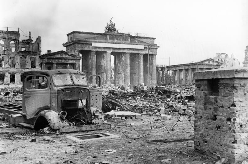 Bundesarchiv B 145 Bild P054320 Berlin Brandenburger Tor Und Pariser Platz 1, Planeta Incógnito