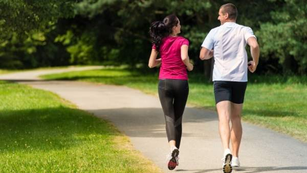 Correr. Runing. Pareja corriendo. Ejercicio físico