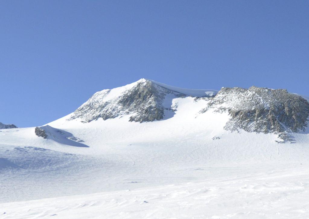Monte Vinson. El punto más elevado de la Antártida By Christian_Stangl_(flickr)