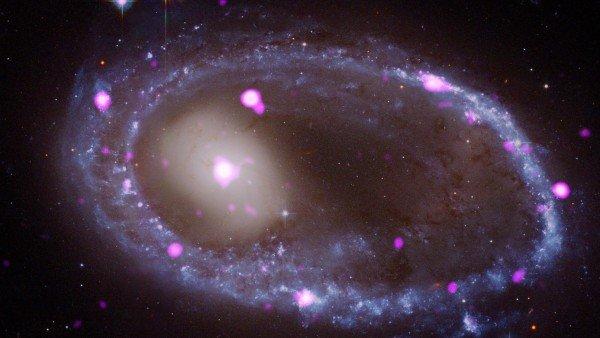 Una Colision Cosmica Forja Un Anillo Galactico En Rayos X, Planeta Incógnito