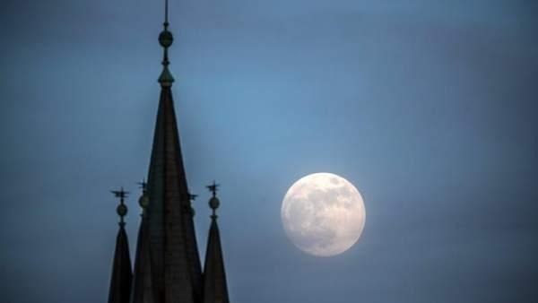 Superluna azul en Praga
