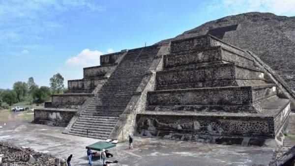 Descubiertos Una Camara Y Un Tunel Bajo La Piramide De La Luna En Teotihuacan, Planeta Incógnito