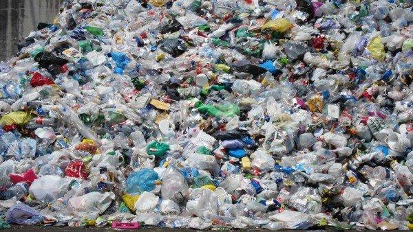 La Eurocamara Prohibe Algunos Plasticos De Un Solo Uso Para El Ano 2021, Planeta Incógnito