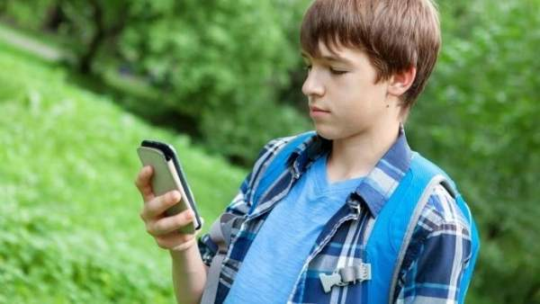 Los Ninos Gastan Mas Tiempo Con Smartphones Que Jugando En La Calle, Planeta Incógnito