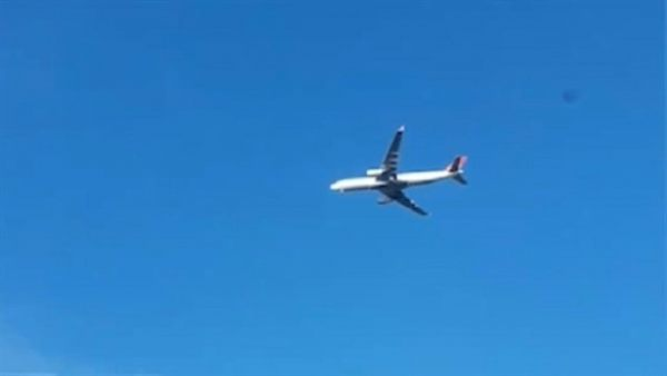 La explicación física para el vídeo del avión parado en el cielo 1