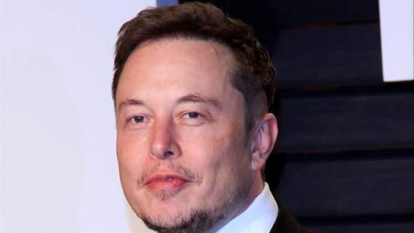 La NASA investigará la seguridad laboral de SpaceX y Boeing tras aparecer Elon Musk fumándose un porro