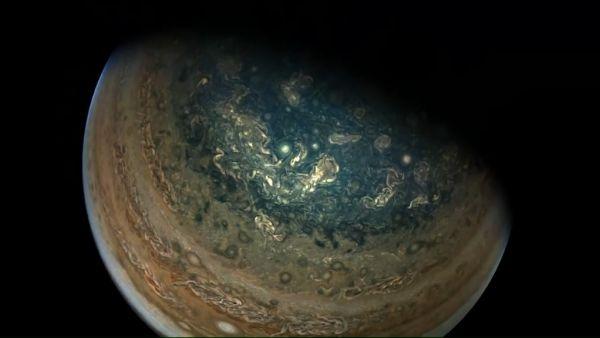 Las espectaculares imágenes de Júpiter que captó la sonda Juno en su última órbita sobre el planeta 1