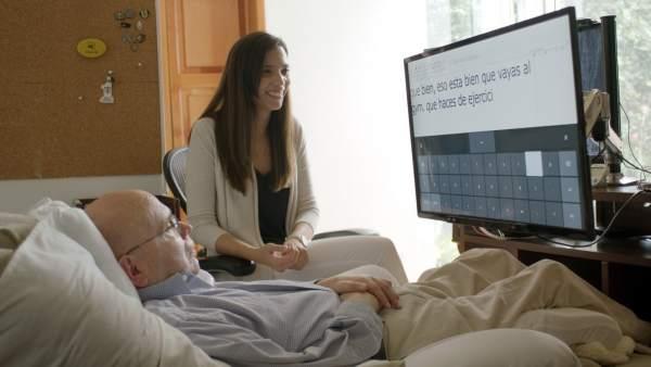 Una nueva tecnología permite a un paciente con esclerosis controlar un ordenador con la vista