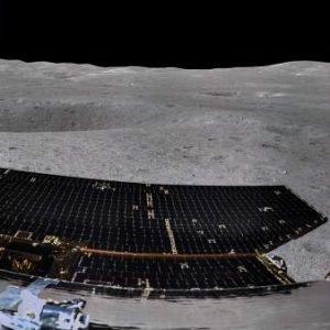 Muestran la primera imagen panorámica de la cara oculta de la Luna