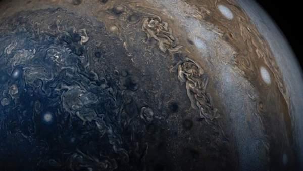 """La misión Juno revela nuevos datos """"desconcertantes"""" sobre Júpiter 1"""