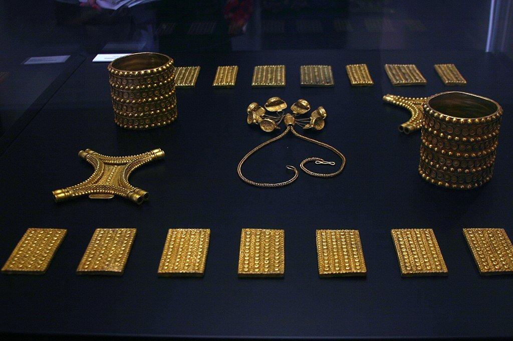 1024px El Carambolo Treasury   7th 5th Cent. B.C.   Seville   Museo Arqueológico De Sevilla, Planeta Incógnito